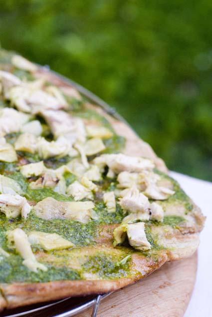 blog-size-pesto-chicken-pizza.jpg