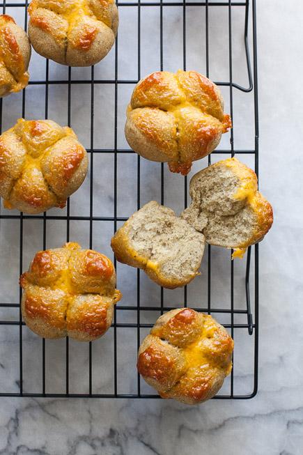 Broccoli Cheddar Clover Buns   Breadin5 (1 of 5)