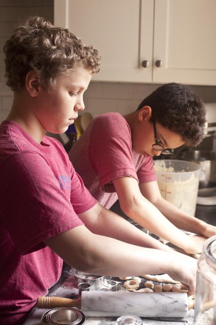 Kids Making Doughnuts   Breadin5