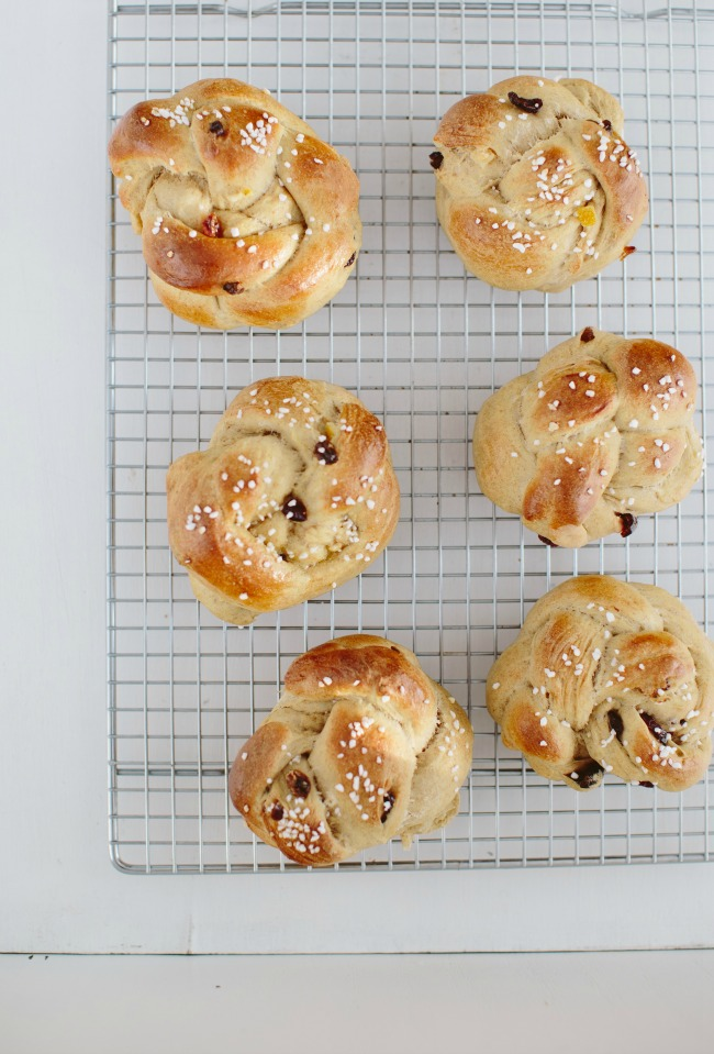 raisin buns